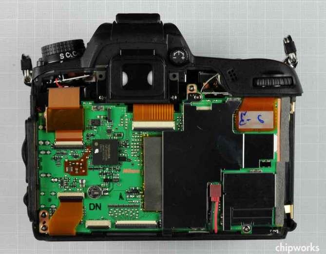 Nikon-D7000-dezmembrat-1