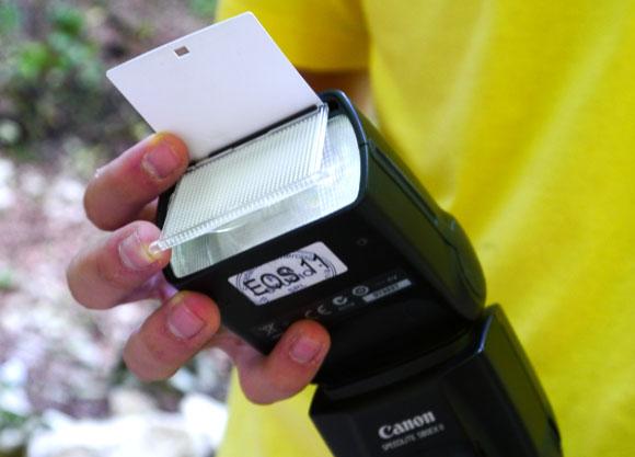 Canon 580 EX II are atat un diffuser pentru fotografiere cu obiective wide dar si reflector pentru bounce-flash