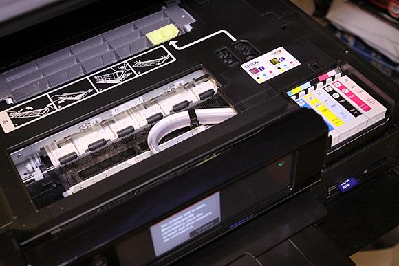 Epson PW830: Sistemul mini-CIS si cele sase cartuse de cerneala