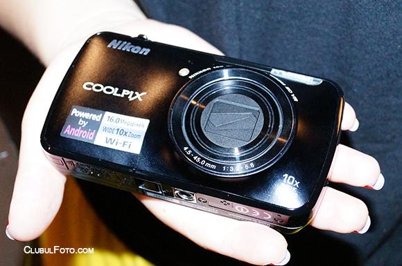 Nikon S800C - Aparat foto cu Android 2.3
