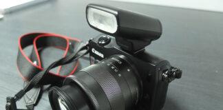 Canon EOS-M cu obiectiv de kit 18-55mm si blitz Canon 90EX
