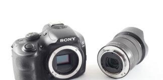 Sony A3000 alaturi de obiectivul de kit Sony SEL18-55mm f/3.5-5.6 OSS