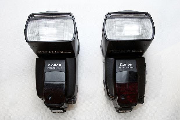 Desi par la fel, nu sunt: blitzul din dreapta, care s-a dovedit a fi contrafacut, are o culoare putin mai deschisa decat originalul Canon