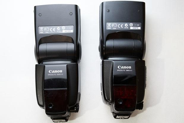 """Numarul de serie al blitzurilor originale Canon nu incepe niciodata cu litere. Aici, seria modelului contrafacut (stanga) incepe cu litera """"A..."""""""
