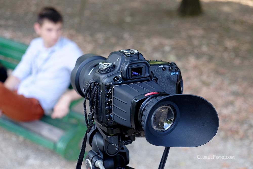 Vizorul optic Sevenoak SK-VF2 la lucru, pe Canon 5D Mark II