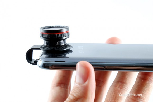 Obiectivul Fisheye atasat pe un smartphone Samsung Galaxy Note 2