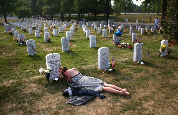 War Dead Honored On Memorial Day Weeken / John Moore/ Getty Images