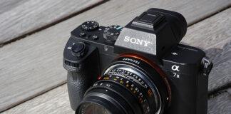 Adaptorul Techart montat pe un Sony A7 R II