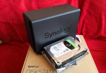 Cele doua HDD-uri Seagate IronWolf alaturi de NAS-ul Synology DS218play