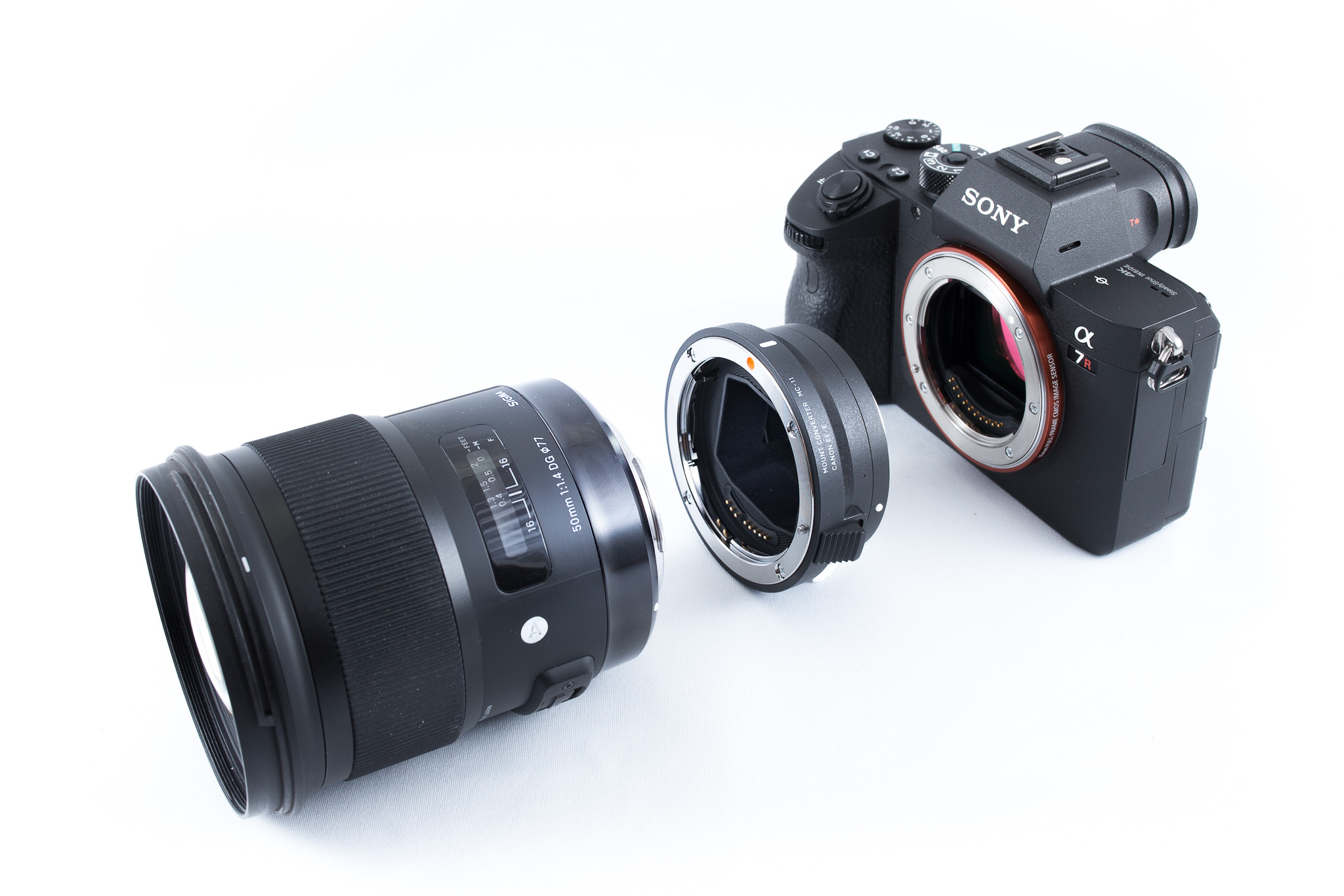 Sigma 50mm f/1.4 ART pus pe Sony A7 R III cu Sigma MC-11